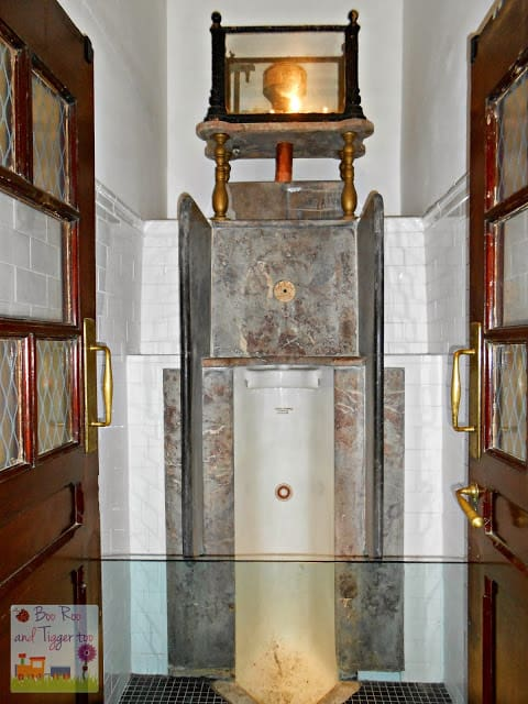 Museum of London - Public Urinal