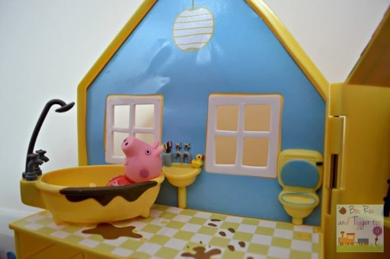 Peppa Pig Muddy Puddles Deluxe Playhouse - Bathroom