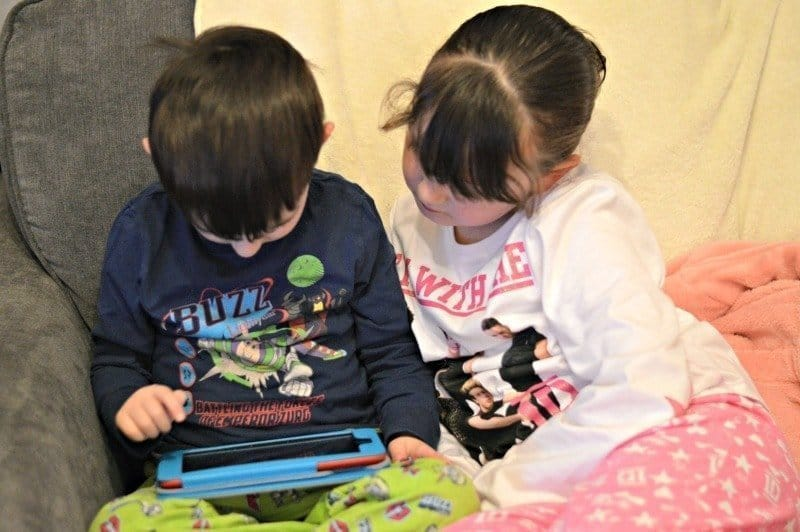 Siblings February 2015 - Tablet fun