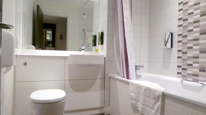 Premier Inn London Archway - Bathroom