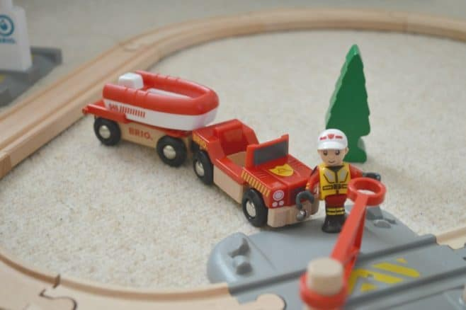 brio-rescue-boat-railway-crossing
