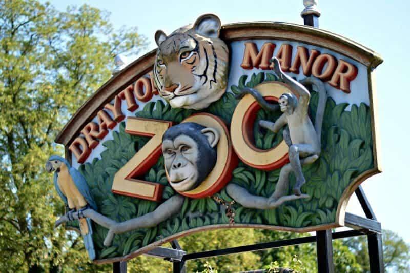 drayton-manor-summer-sizzle-drayton-manor-zoo-sign