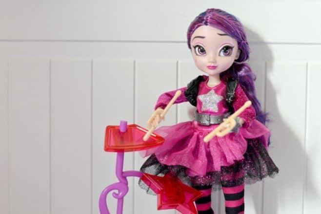 disney-star-darlings-starland-dolls-scarlet