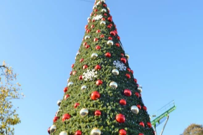 drayton-manor-magical-christmas-christmas-tree