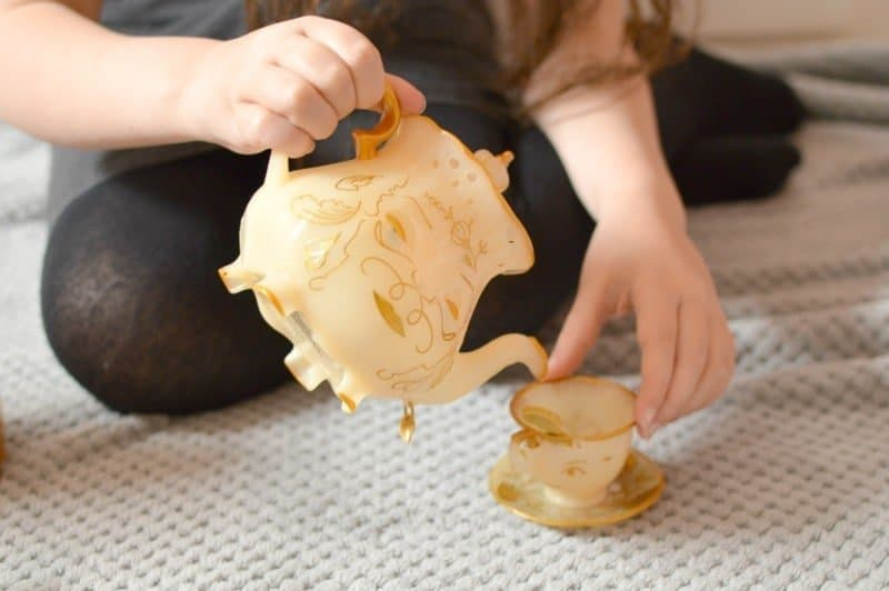 Beauty & The Beast - The Enchanted Objects Tea Set (pouring Mrs. Potts)