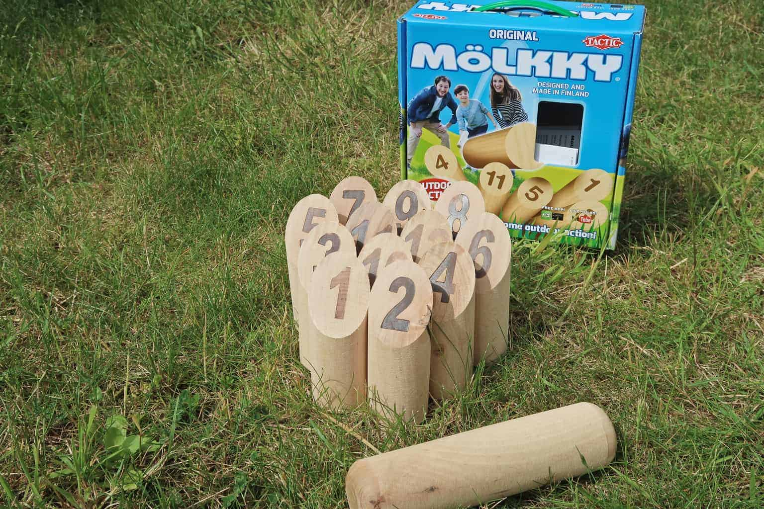 Molkky outdoor skittles game