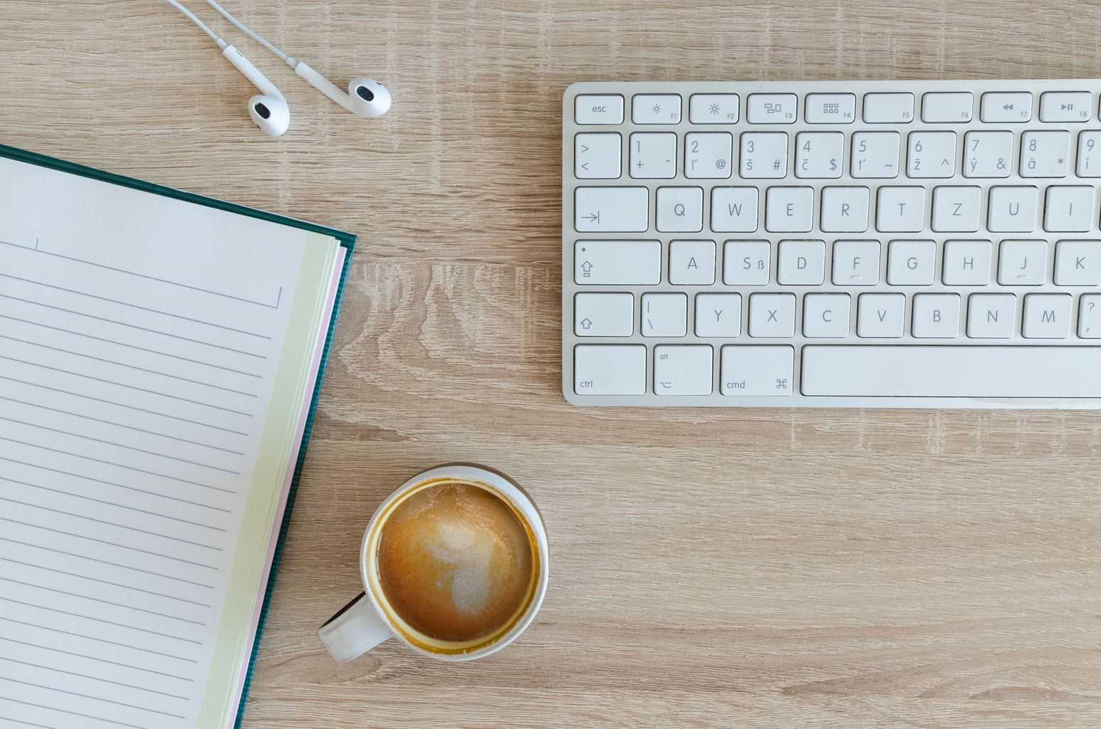 Blogging 101 | Hot desking: because your blog's got that big